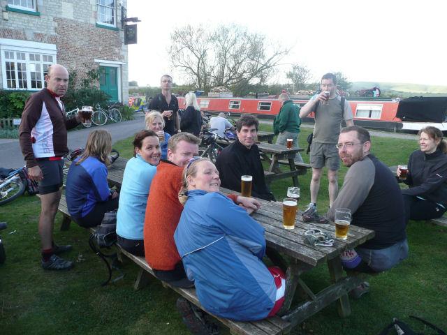 Pub stop. Bath-Newbury bike ride, Oct 09